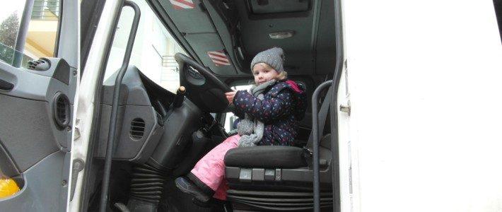 A szolnoki NHSZ kollégái egy kukásautóval ismét meglátogattak egy óvodát!